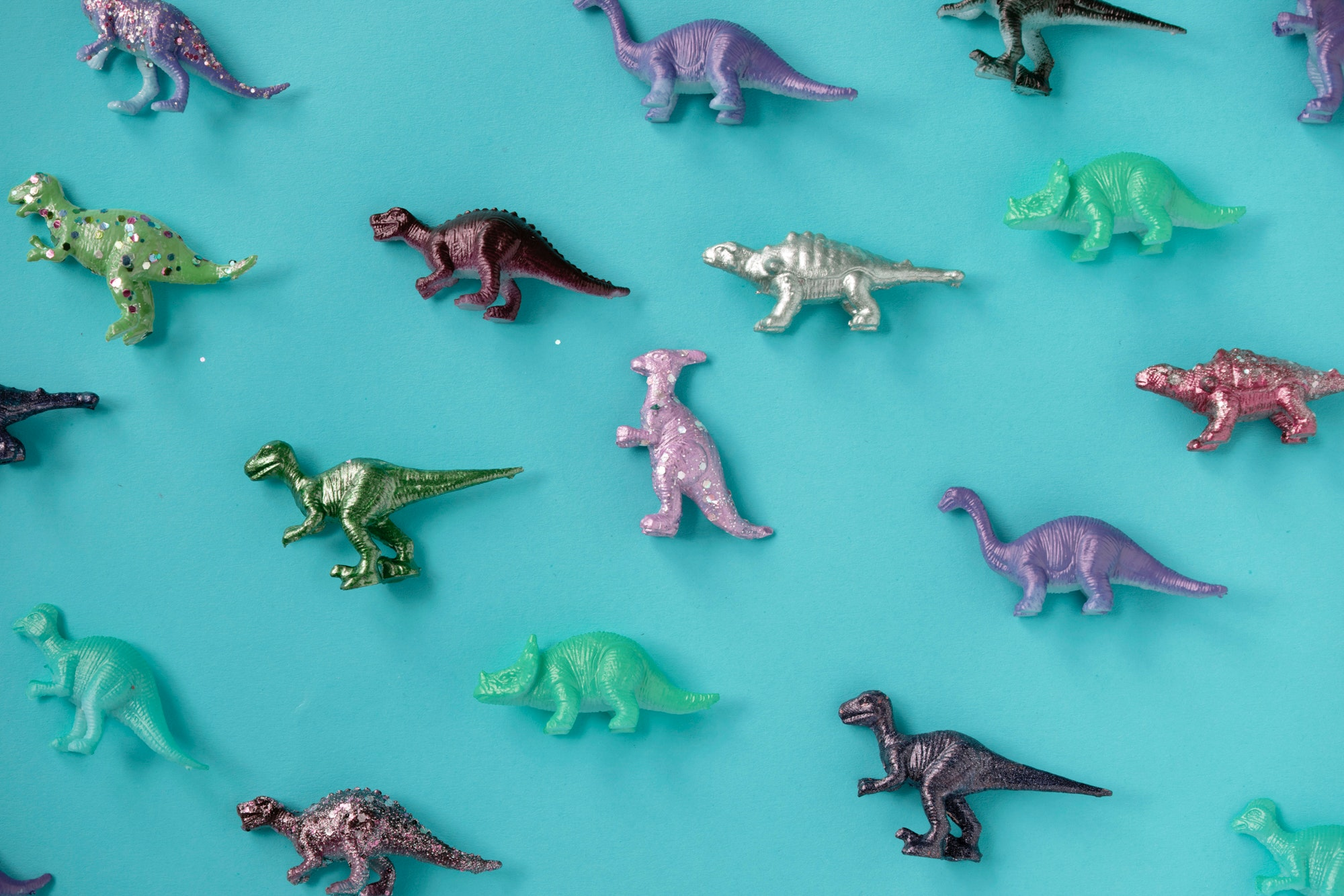 Join us for fun with dinosaurs & glitter! Create your own dinosaur that you can take home. Booking Essential.