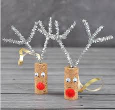 Pop in and make a cork reindeer decoration using pipe cleaners, and pom poms. Donations welcome. Kid Friendly